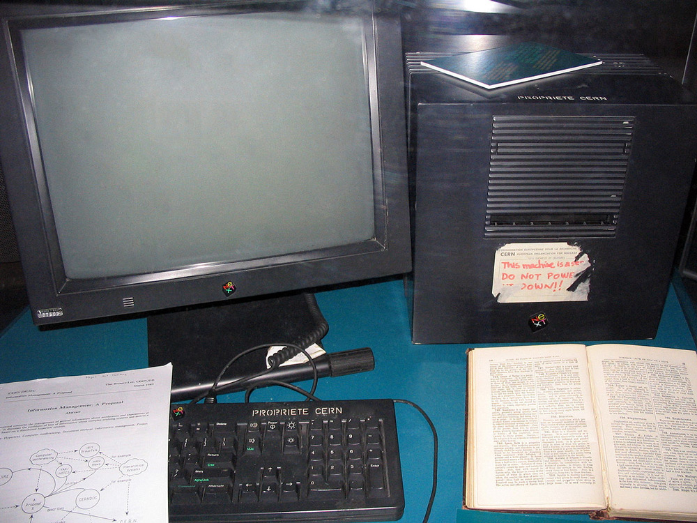 The-World's-First-Web-Server-Tim-Berners-Lee-NeXT-Computer